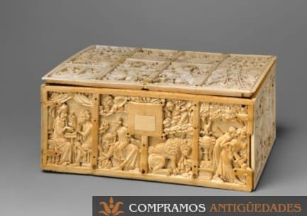 caja antigua de madera y marfil