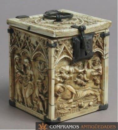 caja de marfil tallada