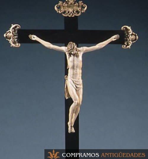 cruz de marfil antigua