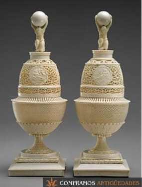 objetos religiosos tallados en marfil