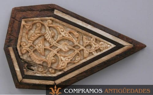 onjeto antiguo de madera y marfil
