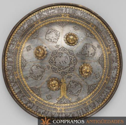 escudo de acero antiguo