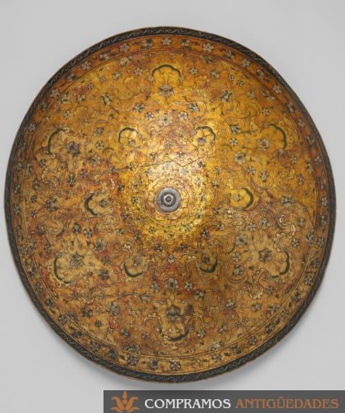 broquel antiguo de cuero