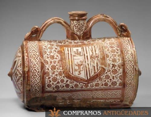 escudo sobre cerámica antigua