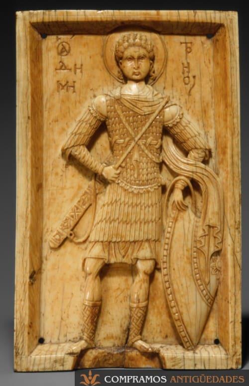 Placa marfil antiguo San Demetrio escudo